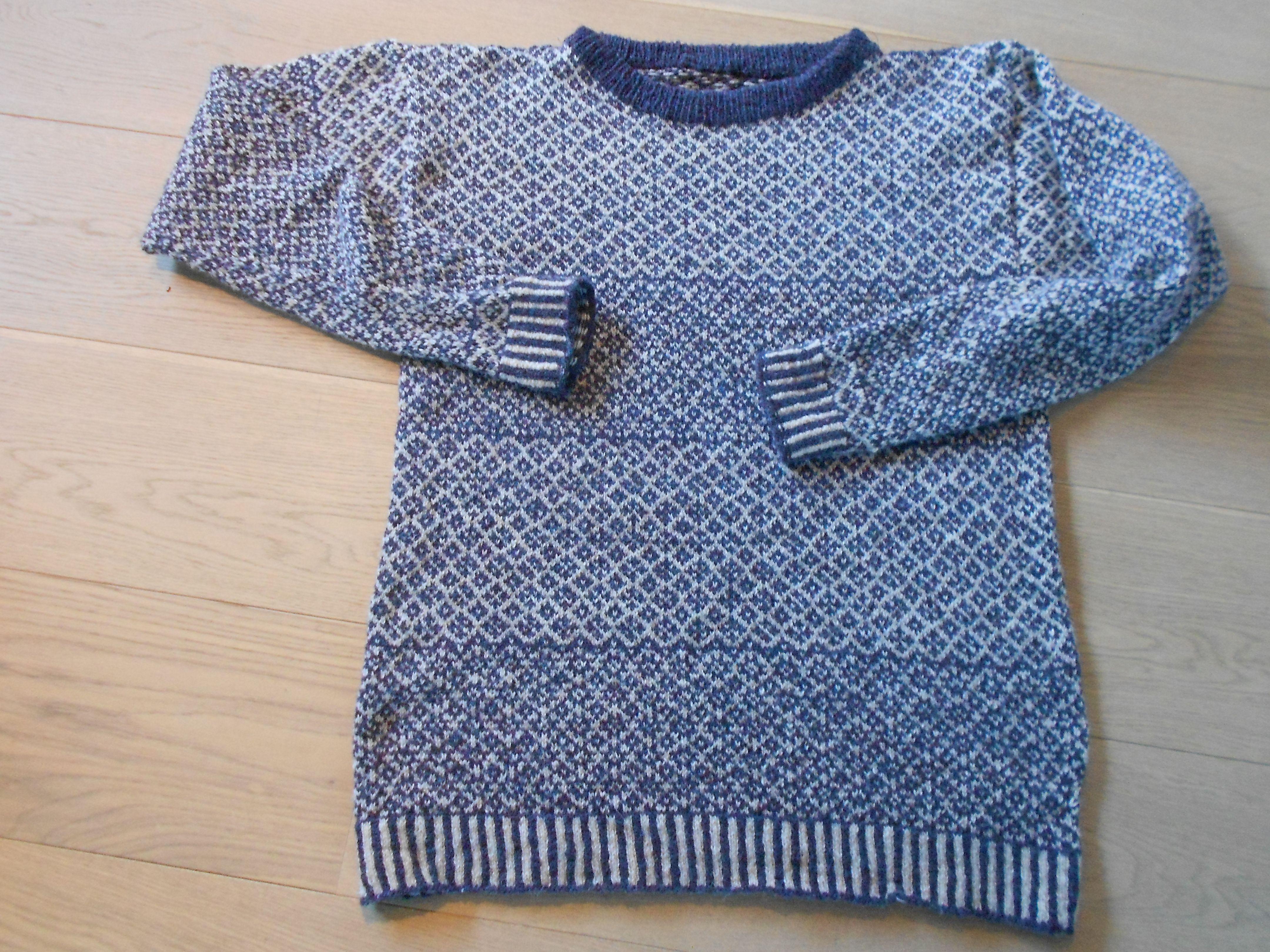 met 2 ply jamieson , mijn eerste fair isle trui voor Momme. 3 maanden werk maar leuk werk!