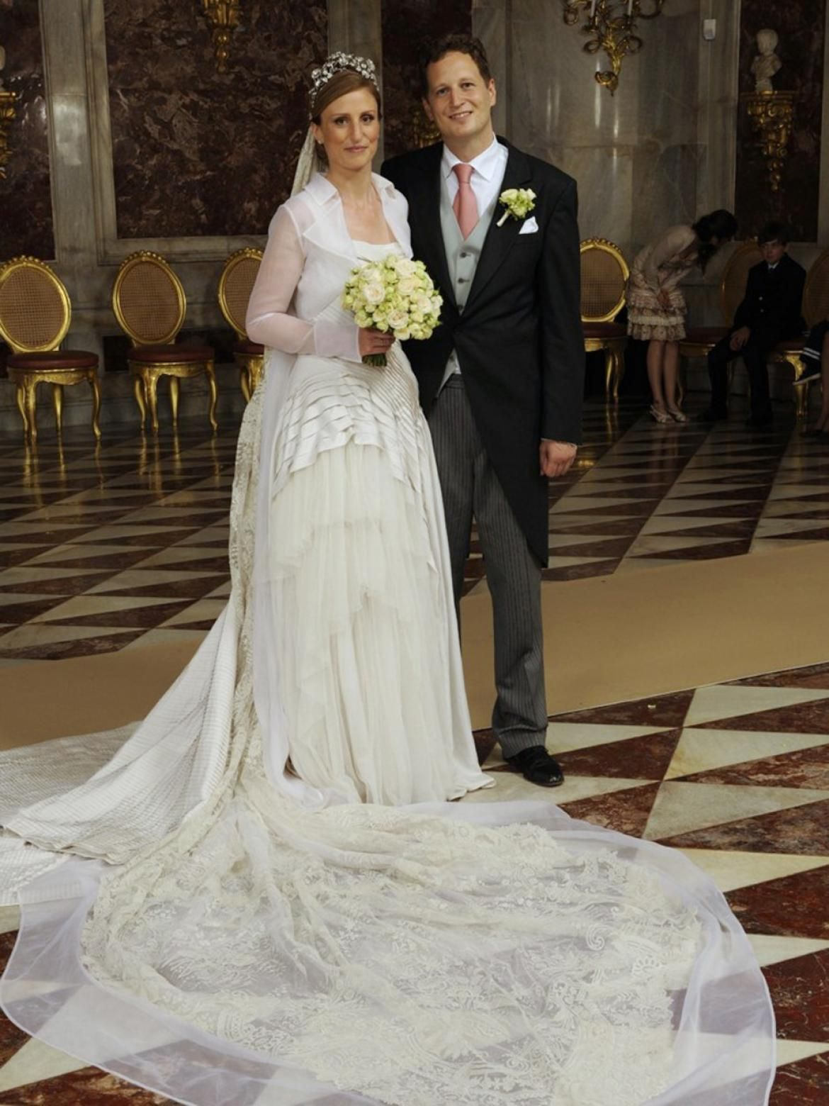German Royal Wedding Prince Georg And Princess Sophie Tie The Knot Photos Royale Hochzeiten Braut Portraits Braut