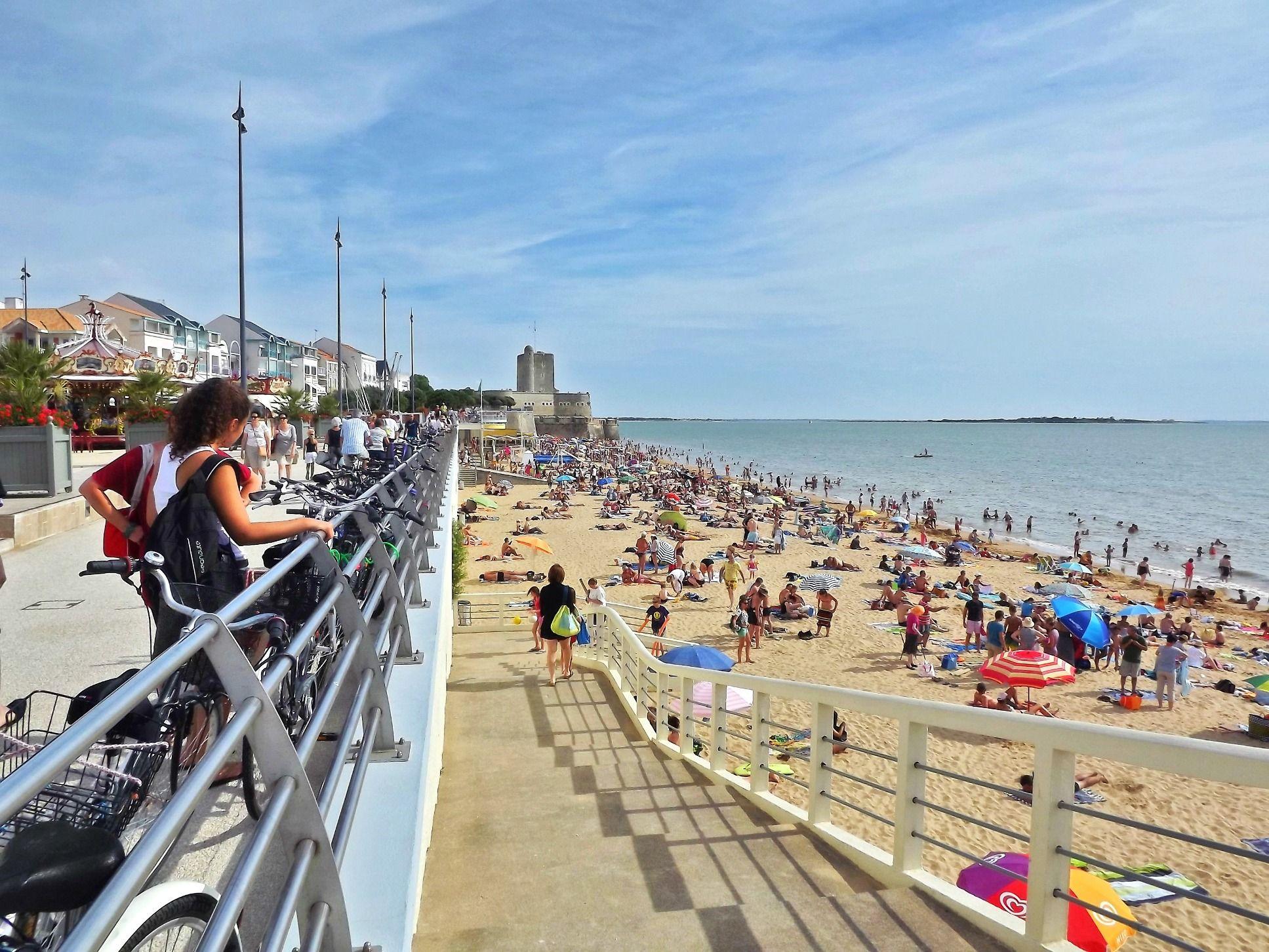 Grande plage fouras ete baignade vacances summer - Office du tourisme poitou charentes ...
