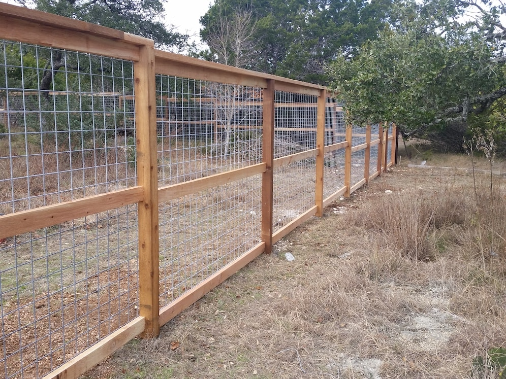Pictures Of Cattle Panel Fencing Or Livestock Fencing Austin Tx Cattle Panels Cattle Panel Fence Deer Fence