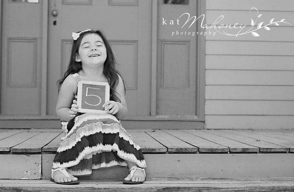 5 year old birthday photo idea  www.katmahoneyphotography.com