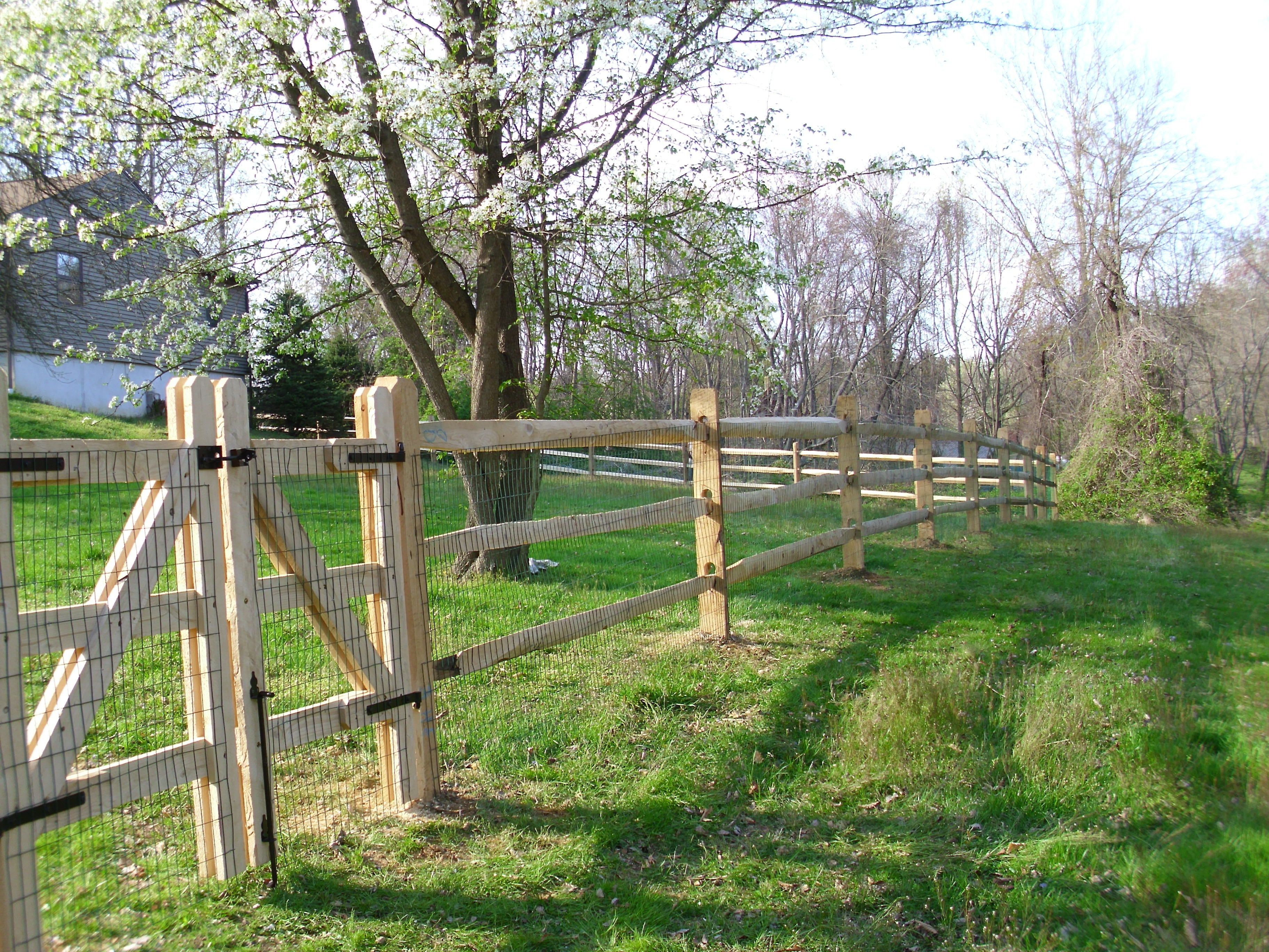3 Rail Split Rail Fence With Black Wire Mesh And 8 Double Gate Split Rail Fence Fence Landscaping Pasture Fencing