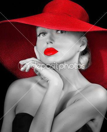 Signora alla moda con labbra rosse nel cappello — Immagine Stock #33372249