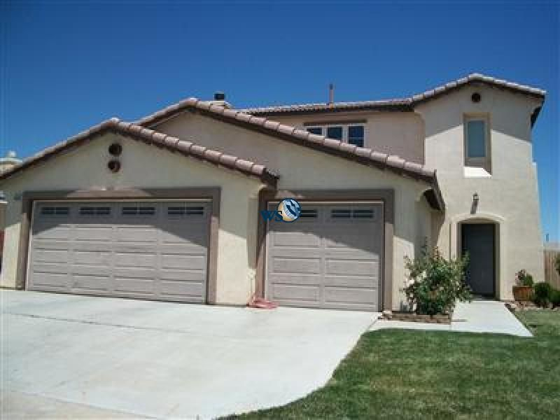 Pin By Ws Realty On High Desert Rentals Apartments Homes Condos Car Garage Rental Apartments Square Feet