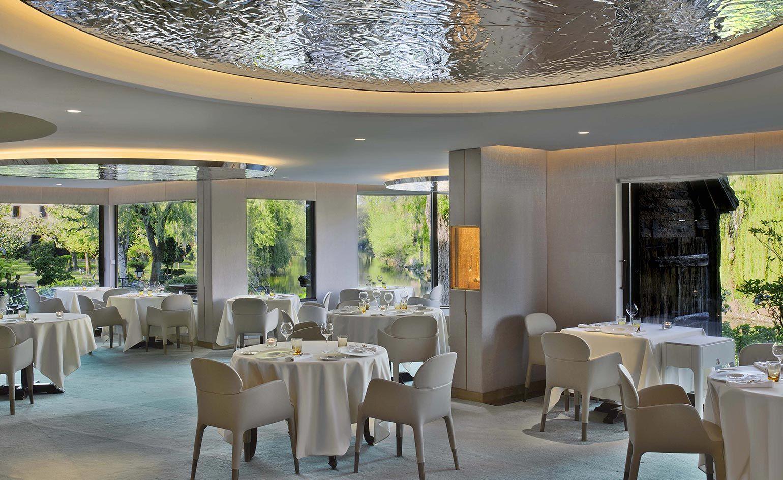 L Auberge De L Ill Illhaeusern France Restaurant Interior Design Auberge Restaurant Interior
