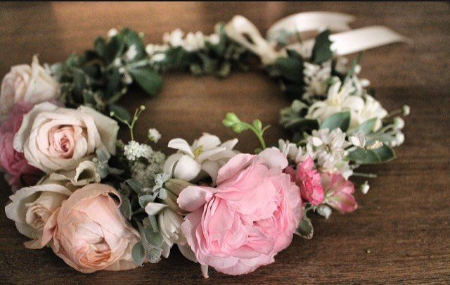 Bridal Flower Crown Peach And Pink Florals With Tuberrose Ranunculus And Baby S Breath Www Thecrowncolle Flower Crown Flower Crown Bar Bridal Flower Crown