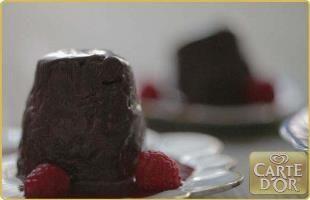 Pure chocolade glaasje. Dit dessert is heel eenvoudig en heerlijk; vooral voor chocoholics.