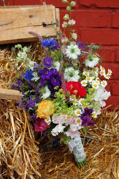 en images dix bouquets de mari e champ tres madame flowerjugs lily griffiths champetre en. Black Bedroom Furniture Sets. Home Design Ideas