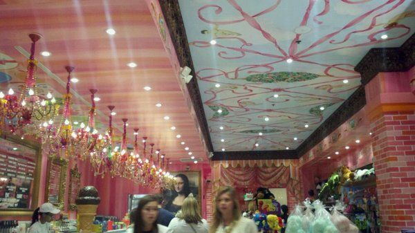 Sloan S Ice Cream In City Place West Palm Beach Fl This Is So Cute Love The Chandeliers