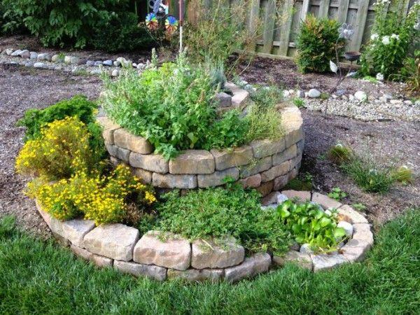C mo crear un jard n de hierbas arom ticas en espiral un vs and as - Plantas aromaticas jardin ...
