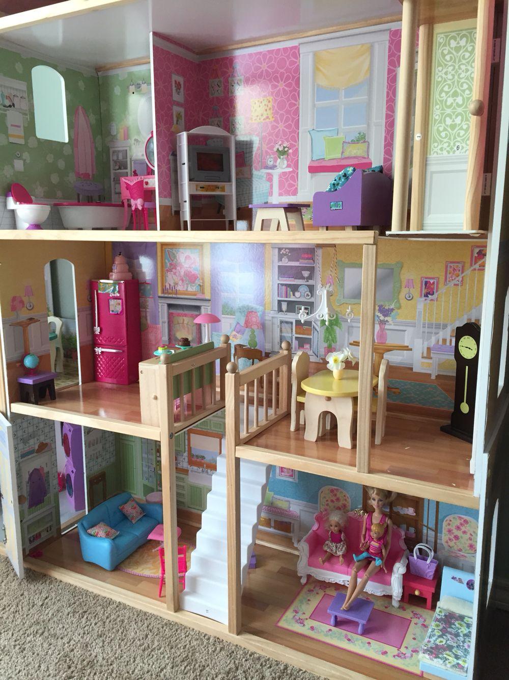 Barbie decorate house
