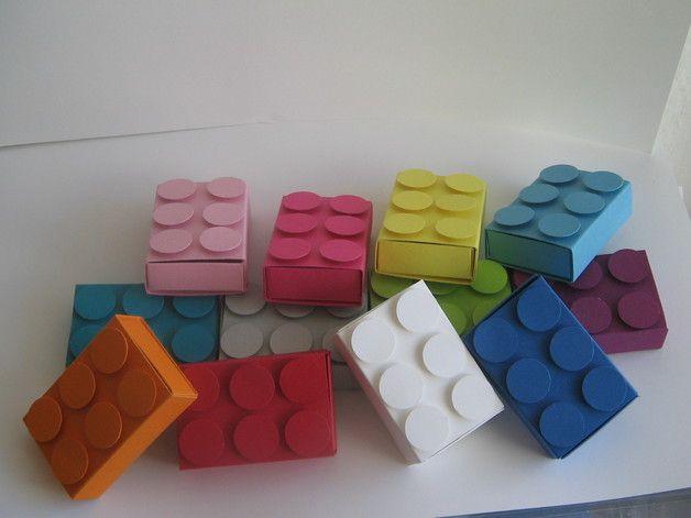 Idee zum Basteln eines Adventskalenders für Lego-Liebhaber
