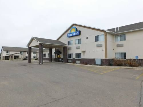 Days Inn Spencer Spencer Iowa Just 15 Minutes Drive From Lake Okoboji This Spencer Iowa Hotel Serves A Daily Contine House Styles Guest Room Outdoor Decor
