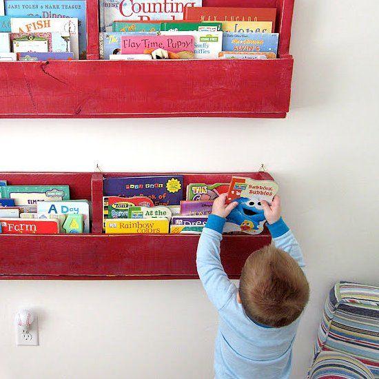DIY Pallet Bookshelves are easy to make! (via Six Sisters' Stuff)