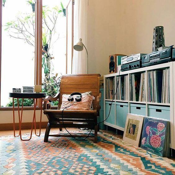 Moment de détente dans cette pièce à écouter un vinyle is part of Home music rooms -