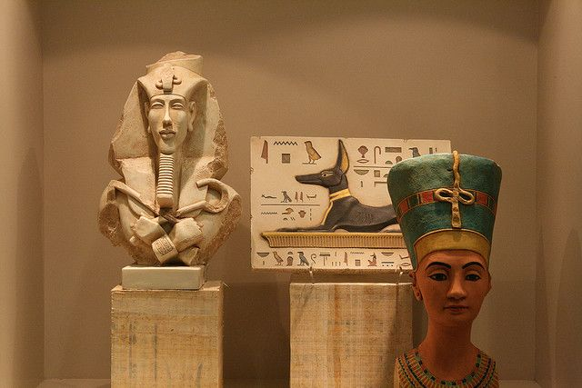 Akhenatun, Anubis and Nefertiti
