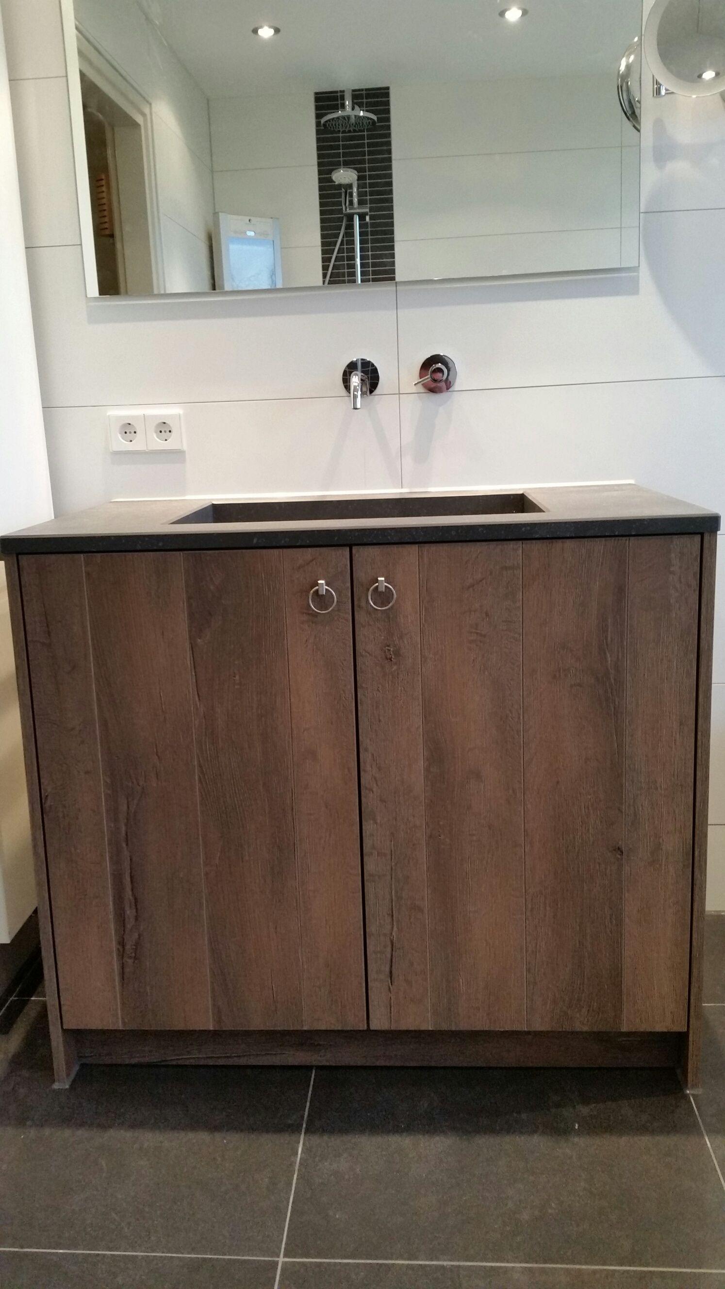 houtstructuur badmeubel te markelo werkblad is een hardsteenlook