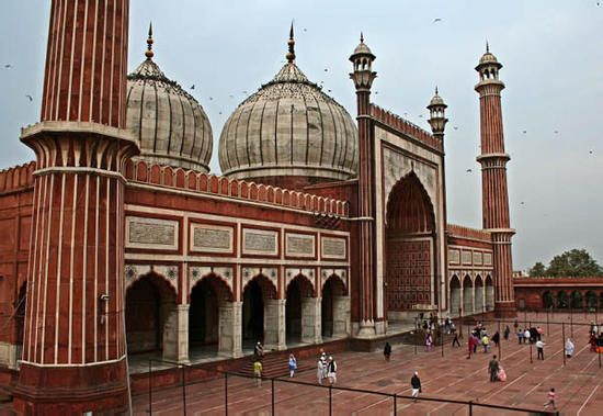 The Badshahi Mosque closely resembles the smaller Jama Mosque in Delhi, India.