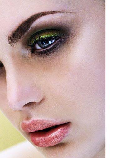 green-black-eye-makeup