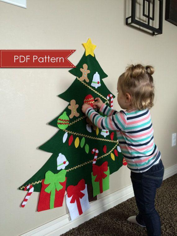 Patrón de árbol de Navidad de fieltro, hace un árbol de más de 3 pies de altura. Este patrón es no coser y lo suficientemente fácil para principiantes.  Por favor nota que este anuncio es para el PATRÓN DIGITAL solamente, ningún elemento físico se enviará a usted.  Incluye patrones para: Árbol (3 pies de altura) Tronco de árbol Estrella Bastón de caramelo Campana Hombre de jengibre Bombilla de luz (2) adornos Arco, cinta y caja de regalo  ¡Que tus pequeños decorar y redecorar su propio árbol…