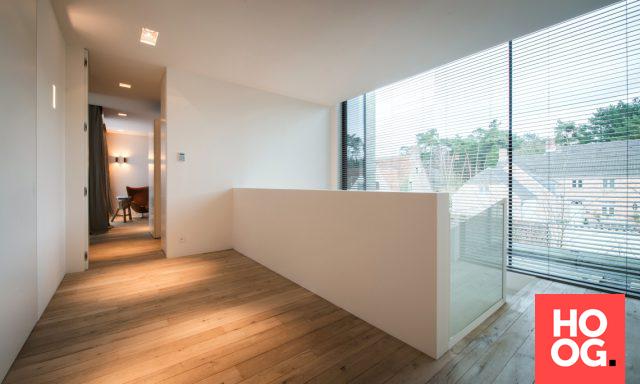 Hal met luxe houten vloeren | hal inrichting | interieur inspiratie | hallway ideas | HOOG.design #halinrichting