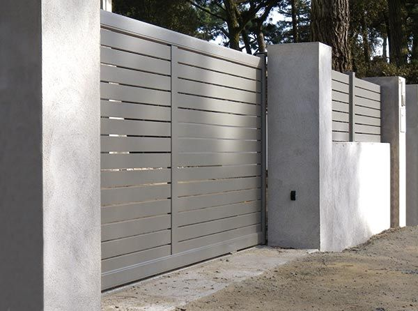 Sonning Driveway Gate Manual And Electric Driveway Gate Driveway Gate Modern Driveway Modern Gates Driveway