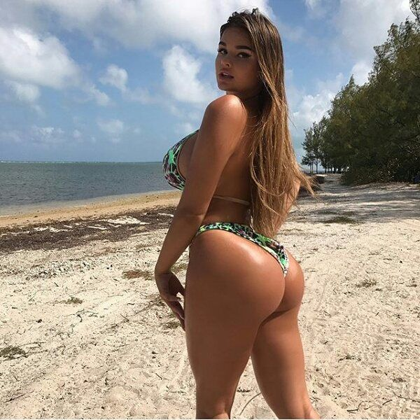 Big Ass In Bikinis