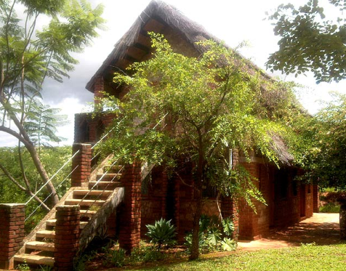 Deans Hill View Lodge, Chipata, Zambia near the welcome arch of Chipata a base for trips heading to #SouthLuangwa #National#park, or travelling to or from# Malawi. With its walled garden of native and exotic trees it's a great place to pitch your tent and enjoy the views toward the South Luangwa valley, while enjoying the many varieties of birds that call the lodge home