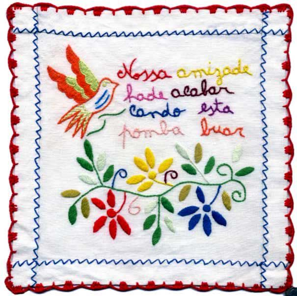 """The """"scarf Valentine """"is made of linen or cotton, embroidered, typical of the Minho, Northern Portugal Was usual the passionate girl embroider your handkerchief and deliver it to your loved one . Scarfs could have verses, plus several drawings, Was used as a ritual of conquest. Once made, the scarf would eventually reach the possession of the beloved man, who would wear in public as a way of showing that it had initiated a relationship ...or not"""