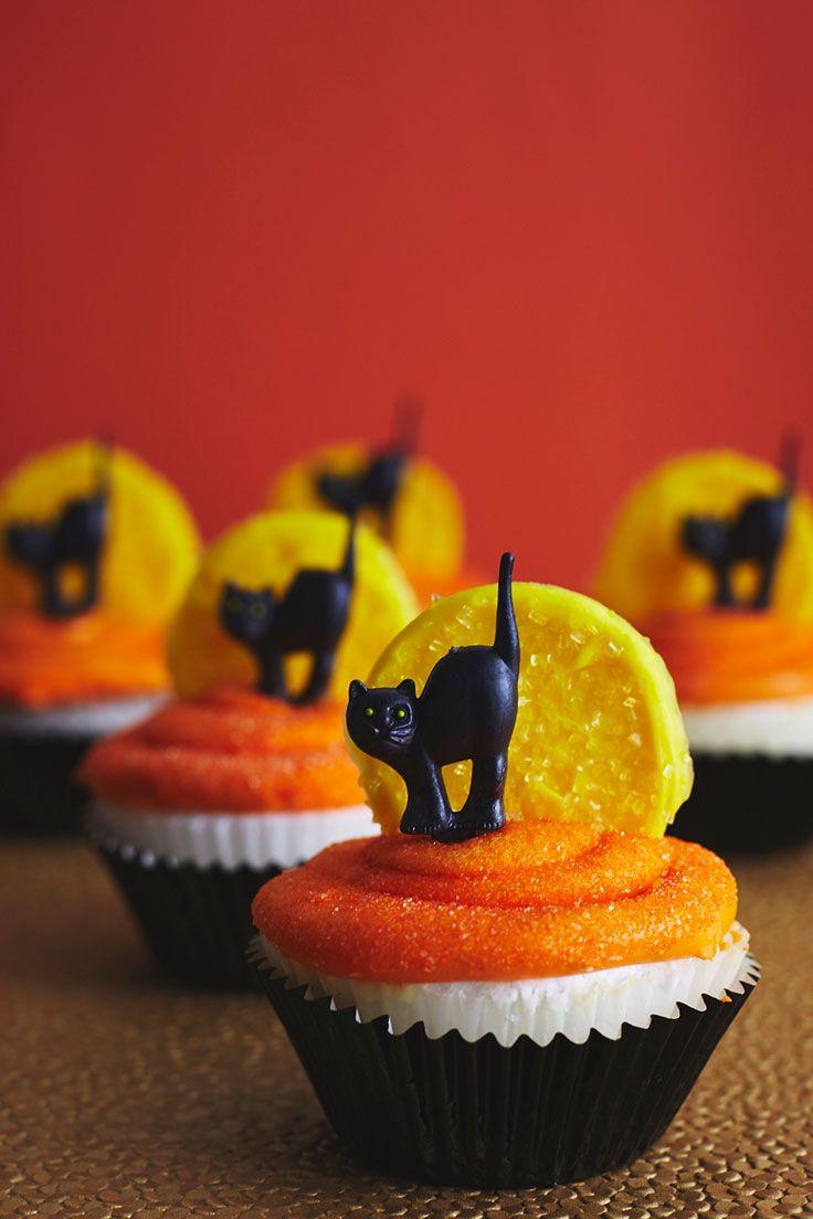 Black Cat Halloween Cupcakes How-To | @thecakegirls