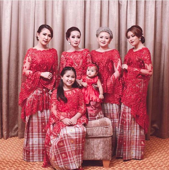 The Serene Baju Bodo oleh SVARNA By IKAT Indonesia Didiet Maulana ...
