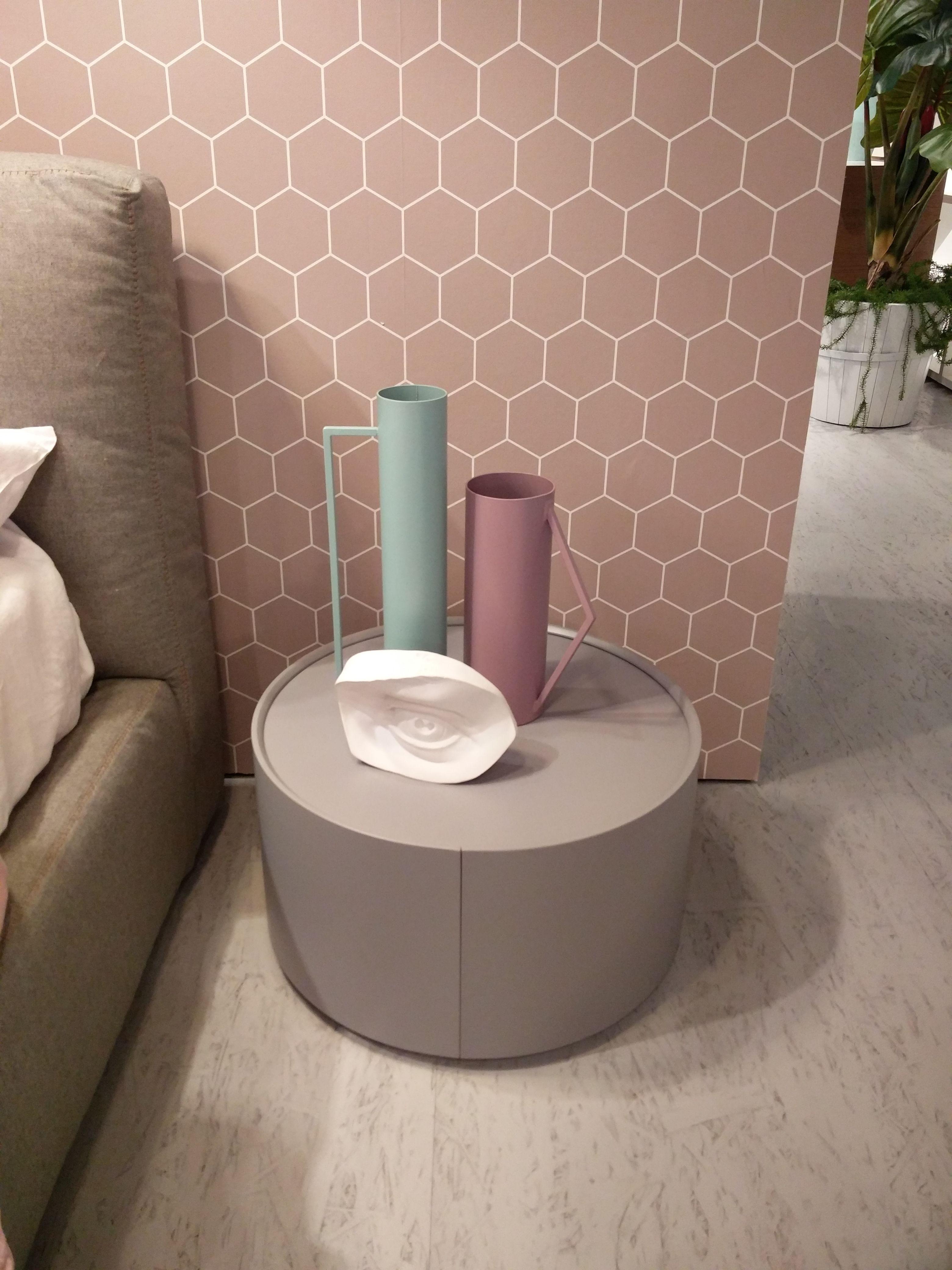 novamobili beistelltisch allout mit schublade imm2016 m belmesse pinterest nachttische. Black Bedroom Furniture Sets. Home Design Ideas