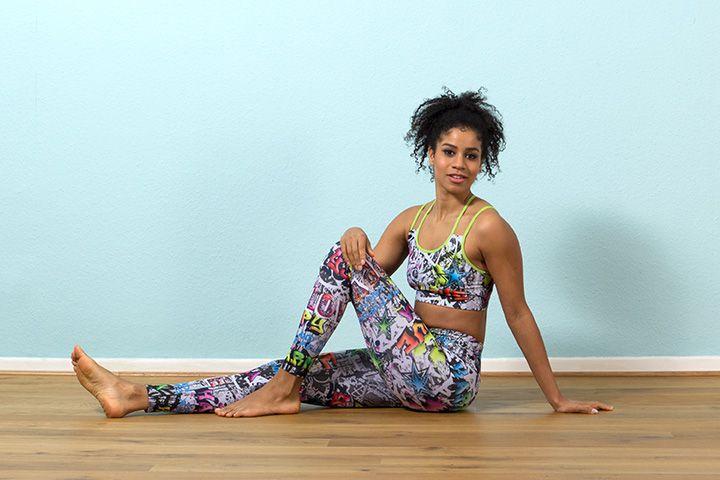 Yoga Outfit im Karma Graffiti Design | Yogakleidung, Yoga ...