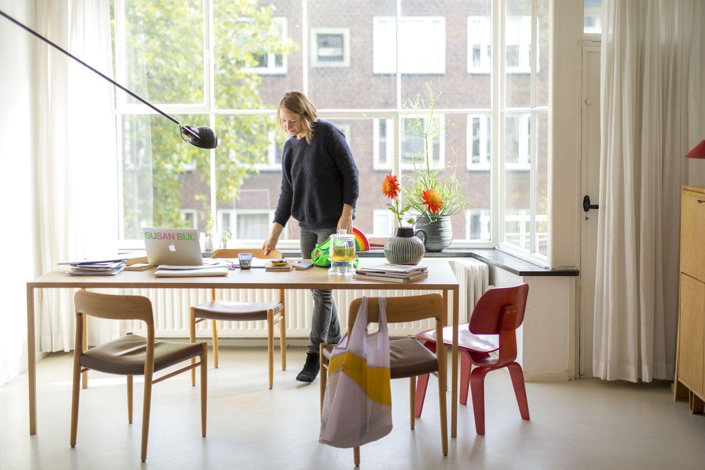 Design tafel slim door bert jan pot interieur van een werkkamer