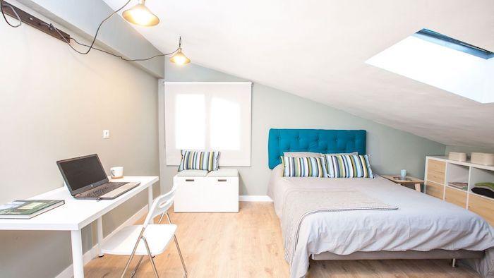 Wohnung Inspiration Bett Schlafzimmer Mit Schreibtisch Und Laptop Teenager  Zimmer Dezent Einrichten Alles Nötigste