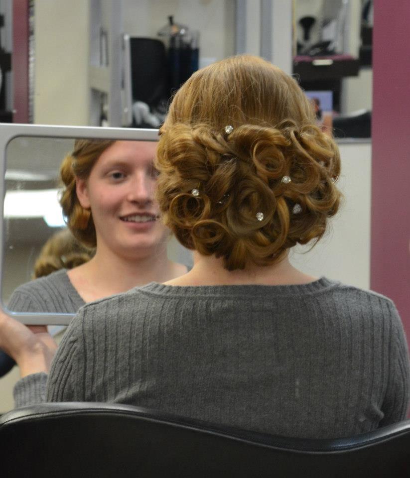 Prom Updo By Bonnie Paynter La Bella Vita Salon And Day Spa Dover De Beauty Spa Day Bella Vita