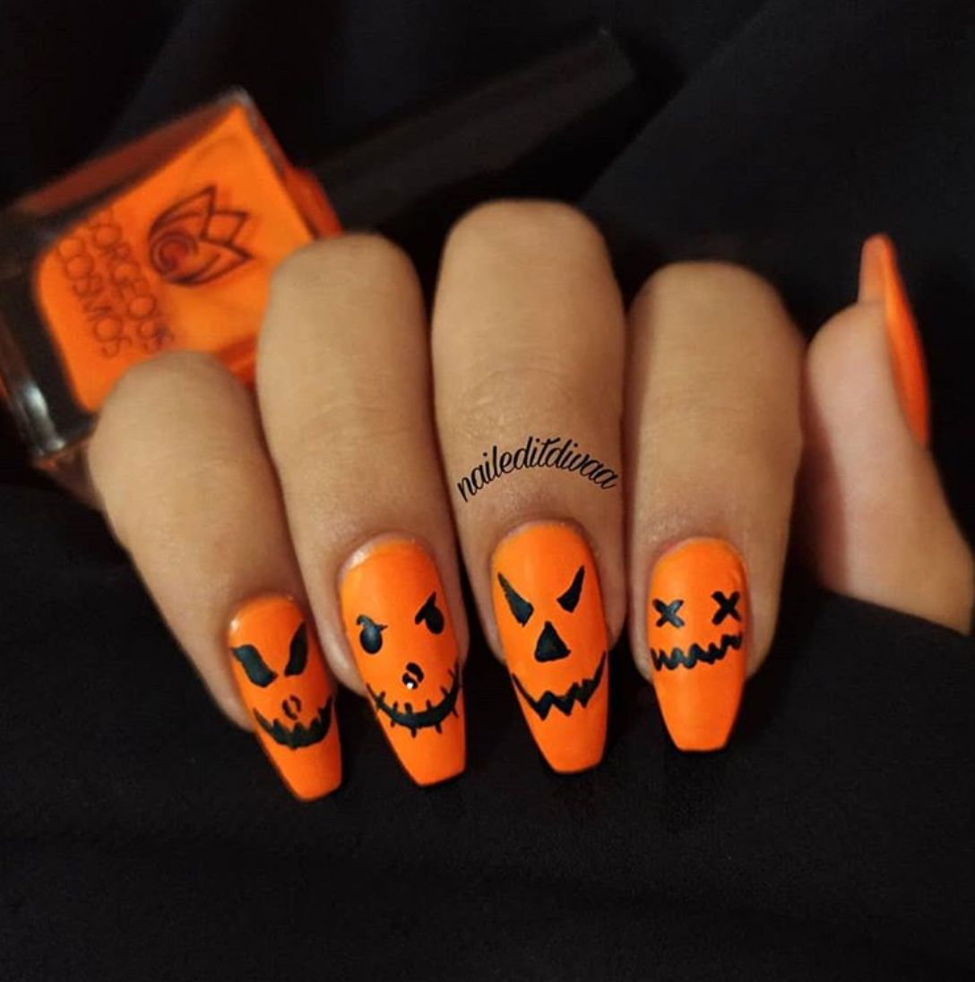 50 Fun Nail Arts For Halloween 2020 The Glossychic In 2020 Halloween Acrylic Nails Holloween Nails Cute Halloween Nails