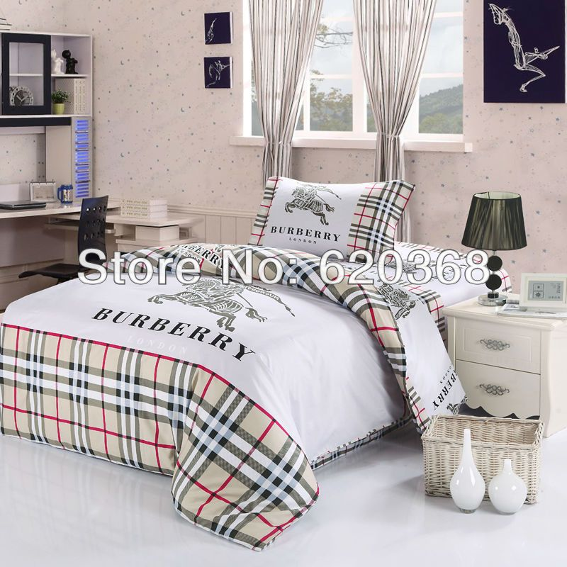 International fashion brand logo printed luxury comforter
