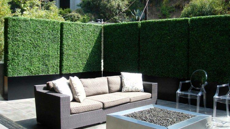 balkon sichtschutz aus einer gerade geschnittenen hecke. Black Bedroom Furniture Sets. Home Design Ideas