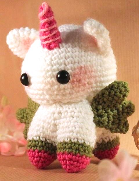 Amigurumi: Kleines Pferd mit Zauberhorn und filigranen Flügeln ...