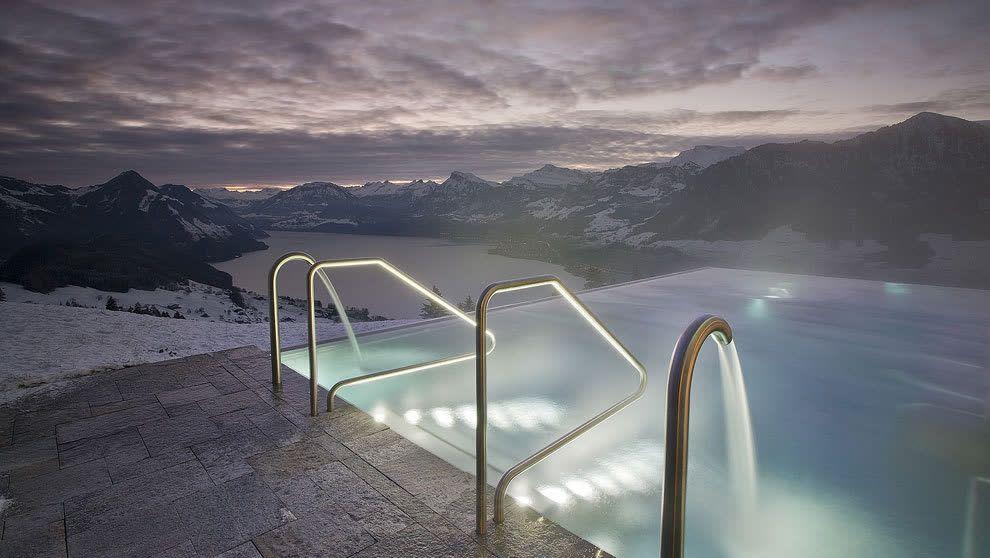 ce8abc03ec1 Així es la piscina de l Hotel Villa Honegg