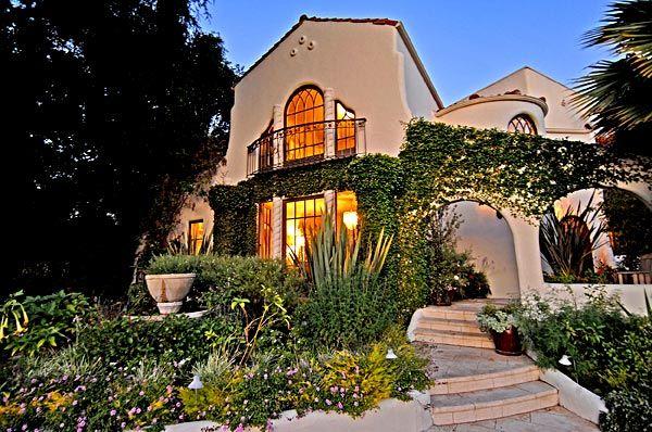 A Quirky Spanish Revival In Los Feliz Spanish Revival Architecture Spanish Style Homes Spanish Colonial Homes