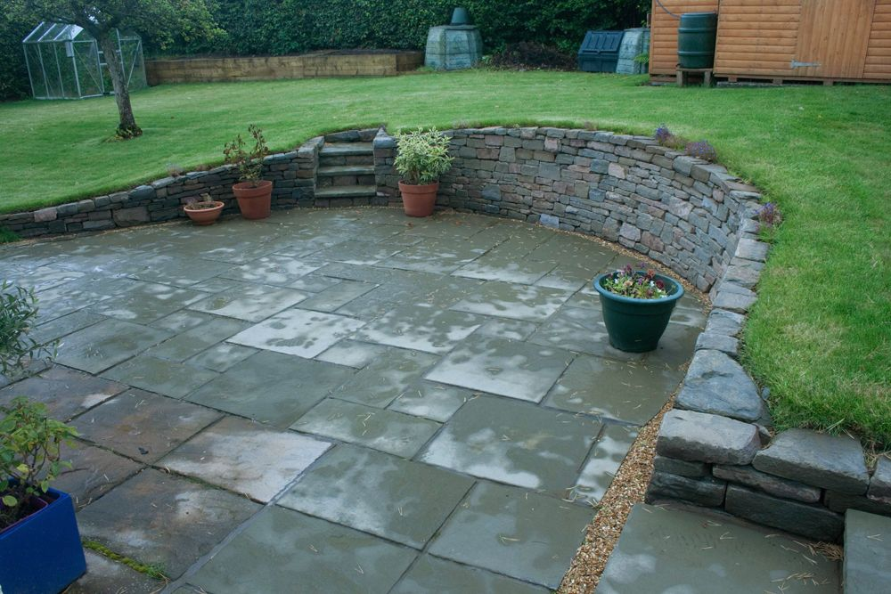 Low retaining walls around a patio roslin low for Garden designs with stone circles
