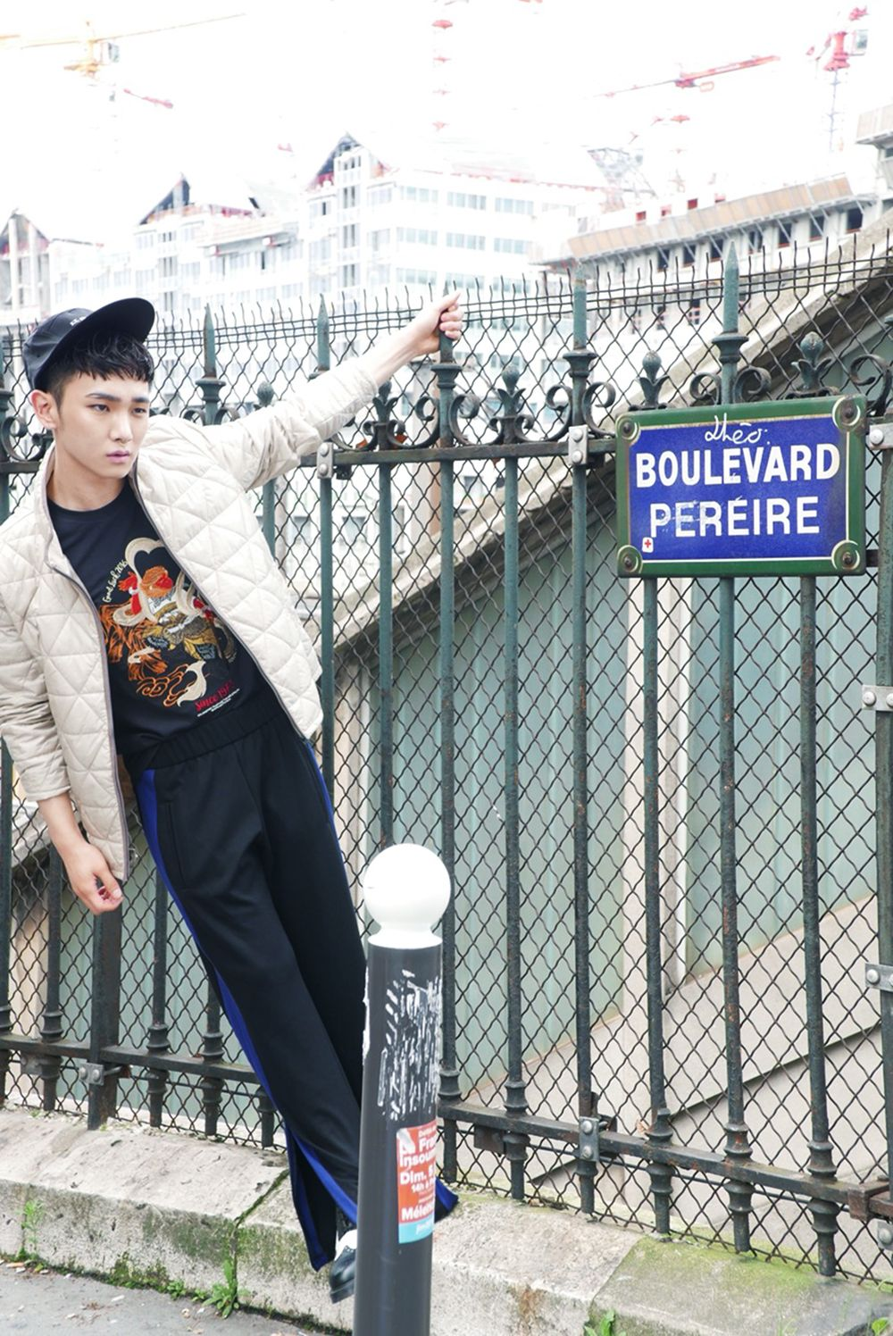 Vlive twt update #SHINee #Key went to Paris to attend Paris Fashion Week Men's Collection. View Article▶http://me2.do/G8dvI5IA