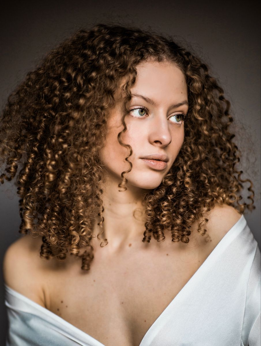 #curlyhair #3bhair #curls #portrait
