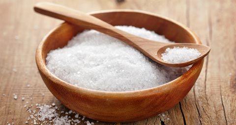 So hilft Meersalz gegen Pickel, Akne, Mitesser und unreine Haut - es wirkt reinigend, entzündungshemmend und verbessert das Hautbild. www.ihr-wellness-magazin.de