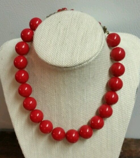 VTG RED PLASTIC BEAD NECKLACE