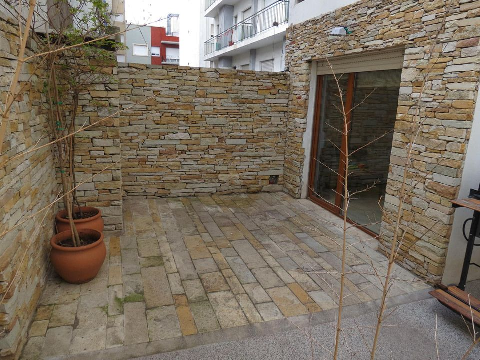 Casas amp te sugiere puede utilizarse el porcelanato en for Decoracion de paredes exteriores patios