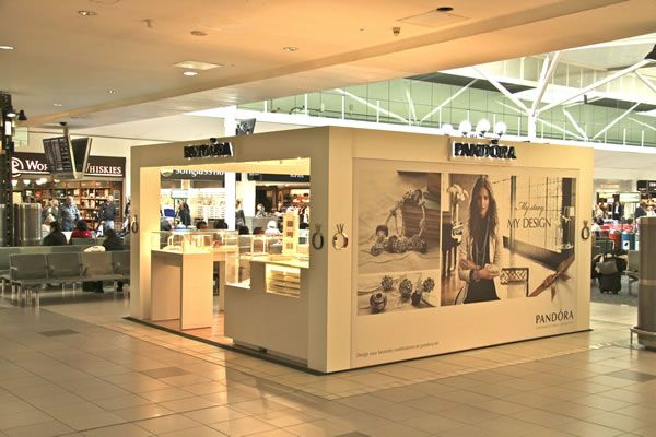 82c4b6f51b0 Pandora pop up store Heathrow | airports... in 2019 | Pop up stores ...
