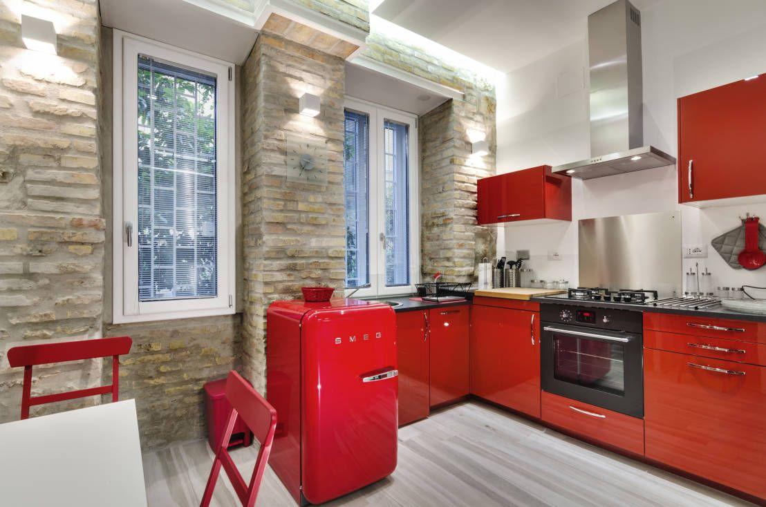 Come Arredare una Cucina Piccola: Idee per Spazi Stretti | small ...